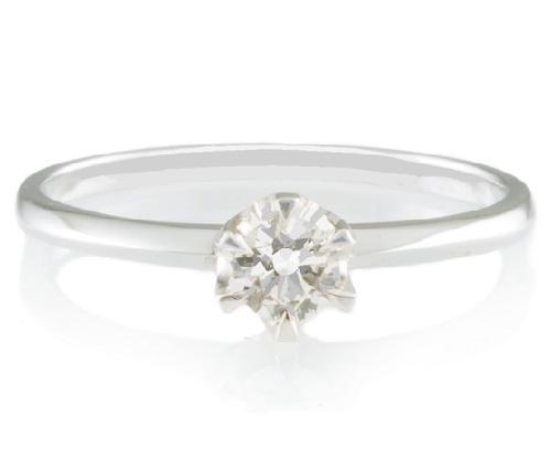 ダイヤは0.2カラット、シンプルなデザインのプラチナ婚約指輪E201正面の形状